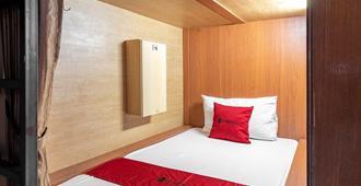RedDoorz Hostel Near Ltc Glodok - Jakarta - Phòng ngủ