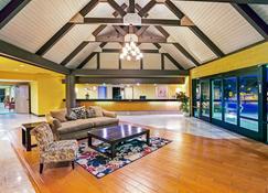 Days Inn & Suites by Wyndham Fullerton - Фуллертон - Лобби