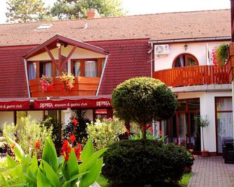 Hotel Kentaur - Siófok - Building