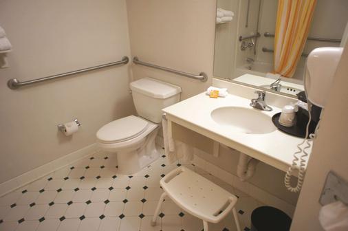 溫斯頓塞勒姆拉昆塔套房酒店 - 溫斯頓 – 賽勒 - 溫斯頓·塞勒姆 - 浴室