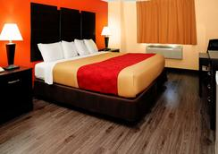 Econo Lodge - Rome - Bedroom