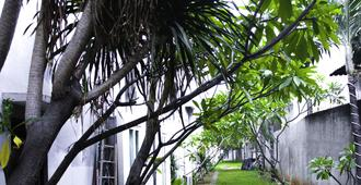 N2 Hotel Gunung Sahari - Yakarta - Vista del exterior