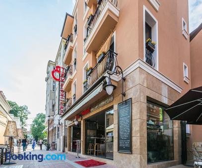 8 1/2 Art Guest House - Plovdiv - Building