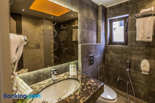 8 1/2 Art Guest House - Plovdiv - Bathroom