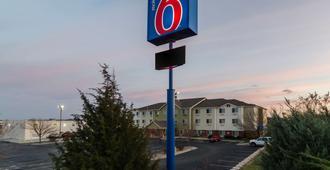 Motel 6 Lincoln Ne - Lincoln - Building