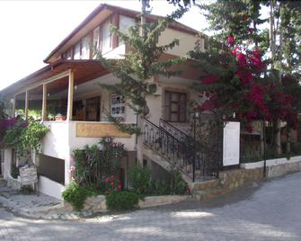 Golden Pension - Gelemiş - Edificio