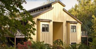 Farmhouse Inn - Forestville