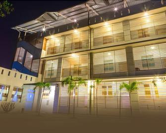 Hotel Crown Plaza Katunayake - Gampaha - Building