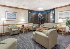 Days Inn by Wyndham Seguin TX - Seguin - Lounge
