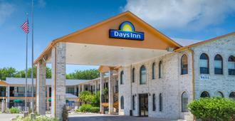 Days Inn by Wyndham San Antonio - San Antonio - Building