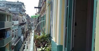 Senora Betty Habana Vieja - La Habana - Vista del exterior