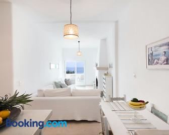 Yoga Guest House New Port Mykonos - Tourlos - Living room