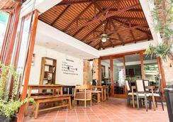 Villa Cambell Hotel & Cafe - Nom Pen - Restaurante