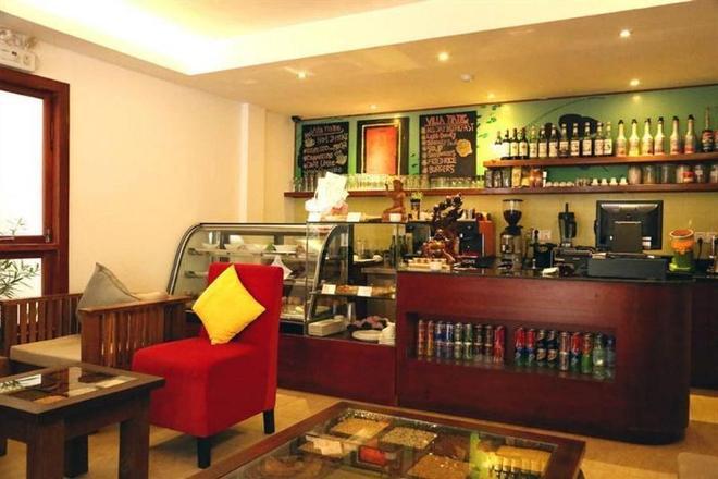 Villa Cambell Hotel & Cafe - Nom Pen - Bar