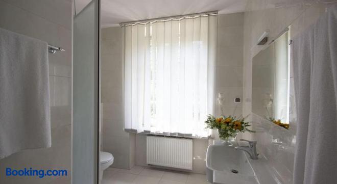 Dom Zjazdow I Konferencji - Jabłonna (Gmina Jabłonna) - Bathroom