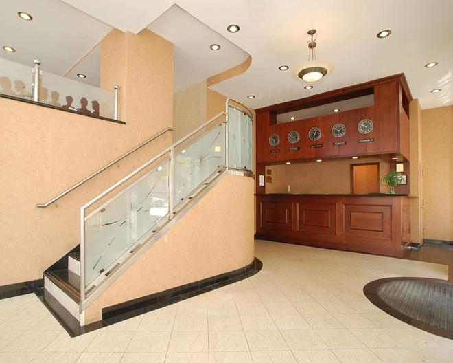 Red Lion Inn & Suites Long Island City - Queens - Lobby