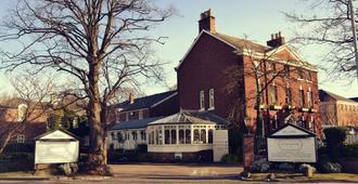 Etrop Grange - Манчестер