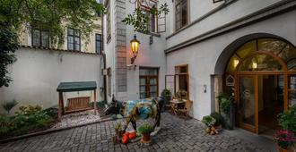 3 Epoques - Praga - Edificio
