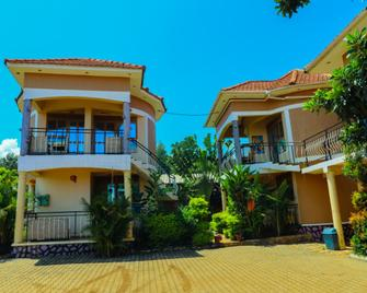 Pacific Cottages and Guest House - Jinja - Building