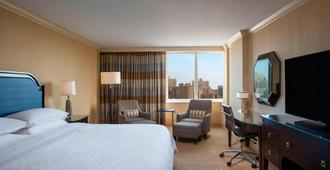 Sheraton LaGuardia East Hotel - Queens - Bedroom