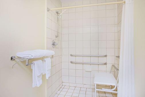 查特諾加市/漢米爾頓劇院速 8 酒店 - 恰塔努加 - 查塔努加 - 浴室