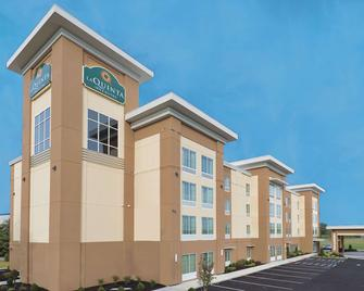 La Quinta Inn & Suites by Wyndham Paducah - Падука - Building