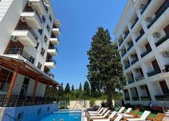 霍提 II 號飯店 - 烏爾齊尼