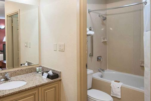 Governor's Suites Hotel Oklahoma City Airport Area - Oklahoma City - Bathroom