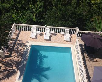 Retreat Guesthouse Luxury Suites - Falmouth - Piscina