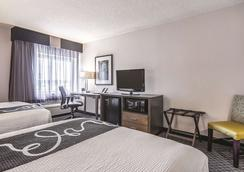 La Quinta Inn & Suites by Wyndham Hartford - Bradley Airport - Windsor Locks - Makuuhuone