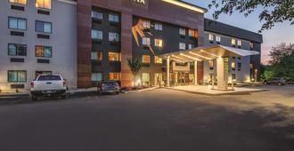 La Quinta Inn & Suites by Wyndham Hartford - Bradley Airport - Windsor Locks