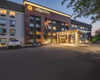 La Quinta Inn & Suites by Wyndham Hartford - Bradley Airport - Windsor Locks - Building