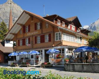 Hotel zur Post, bed and breakfast - Kandersteg - Gebäude