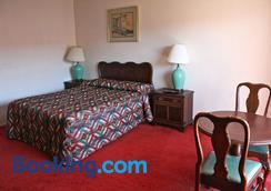 Royal Century Hotel - Inglewood - Bedroom