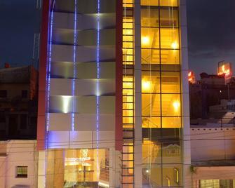 Hotel Metro - Kumbakonam - Gebouw