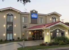 Baymont by Wyndham Tallahassee Central - Tallahassee - Building