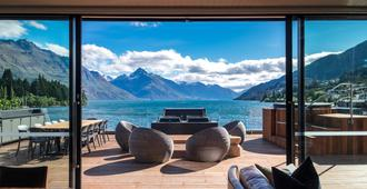 Eichardt's Private Hotel - Queenstown - Balcony