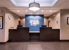 Holiday Inn Express & Suites Bakersfield Airport, An IHG Hotel - Bakersfield - Front desk