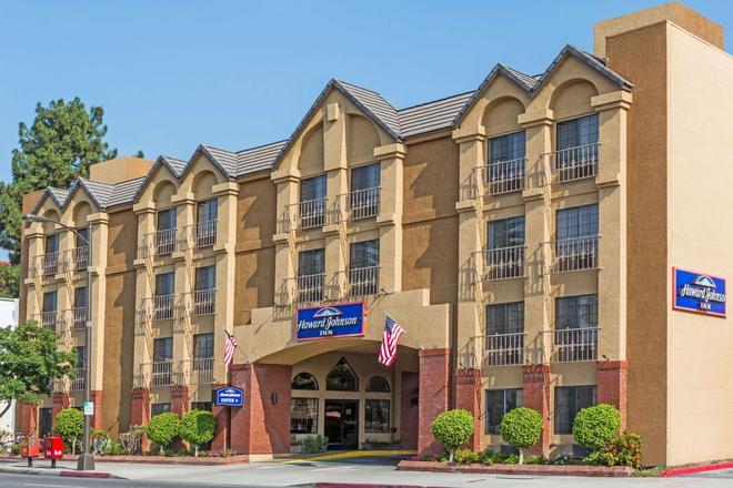 Howard Johnson by Wyndham Pasadena - Pasadena - Κτίριο