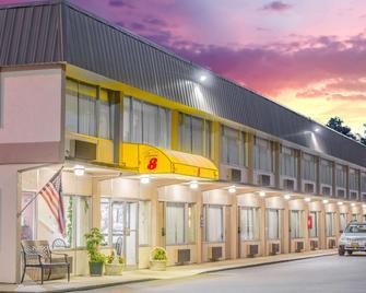 Super 8 by Wyndham Ashland - Ashland - Building