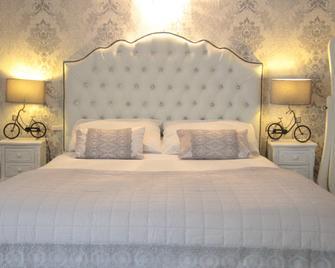 Paddocks Hotel - Ross-on-Wye - Bedroom