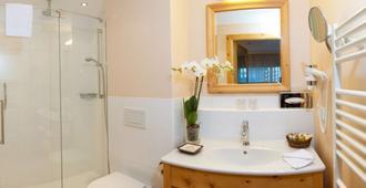 Hotel Kaiserhof Kitzbuehel - Kitzbühel - Bathroom