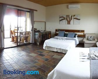 Aloegrove Safari Lodge - Otjiwarongo - Bedroom