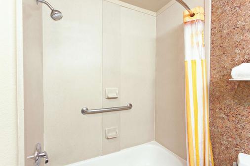 La Quinta Inn & Suites by Wyndham Hesperia Victorville - Hesperia - Bad