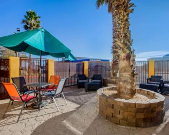 La Quinta Inn & Suites by Wyndham Hesperia Victorville - Hesperia - Terasa
