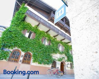 Hotel Moserwirt - Bad Goisern - Building