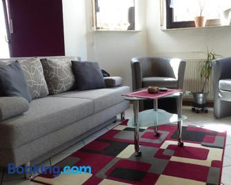 Anja's Ferienwohnung Alken - Alken - Living room