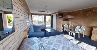 Bayview Motor Inn - Eden - Bedroom