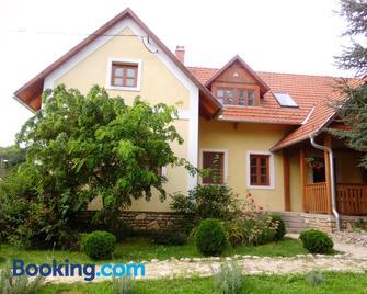 Katica Vendeghaz - Bakonybél - Building