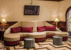 Quality Suites Nyc Gateway - North Bergen - Lobby